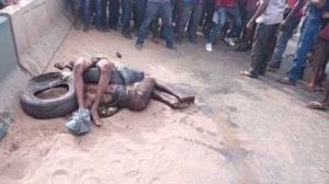 Two alleged notorious robbers burnt to death in Anambra (Graphic Photos)